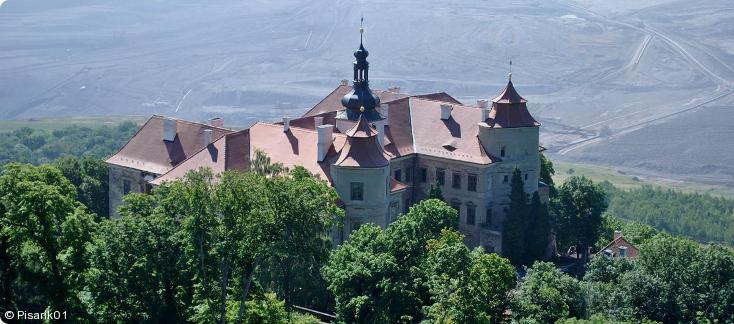 celkový pohled na zámek Jezeří